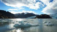 Macizo Paine y Navegación en el Lago Grey al Glaciar Grey
