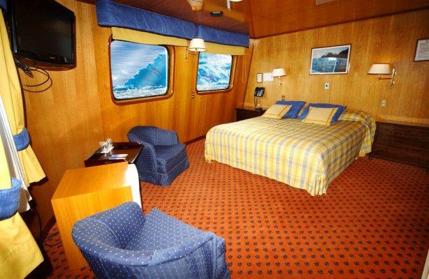 San Rafael Lagoon Cruise Chonos Route: Skorpios II