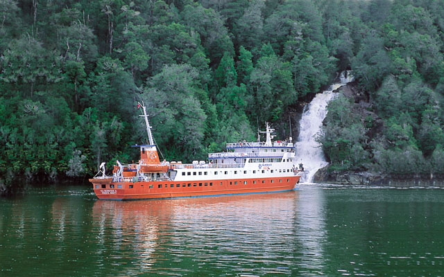 Kaweskar Explorers Route Cruise: Skorpios III