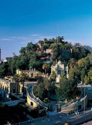 Walking tour through Santiago and its neighborhoods