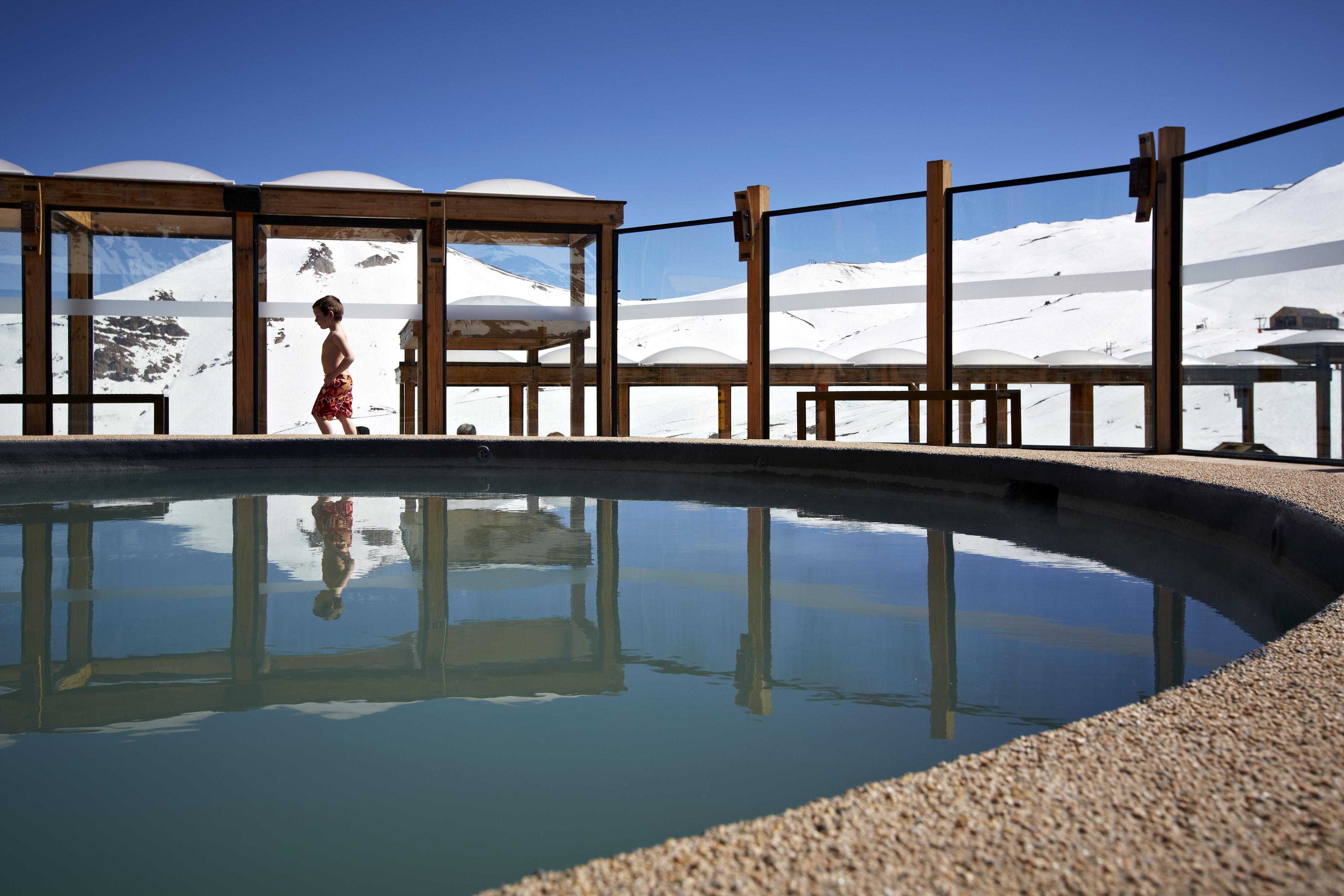 Hotel puerta del sol em centro de esqui valle nevado for Hotel barato puerta del sol