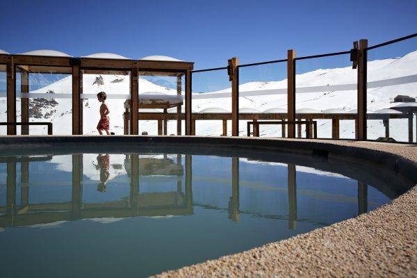 Hotel puerta del sol en centro de esqui valle nevado for Hotel barato puerta del sol